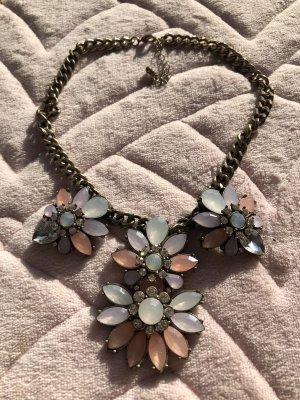 Halskette mit Blumen