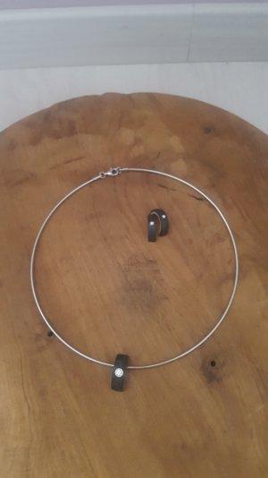 Halskette mit Carbonanhäger und Ohringe