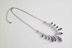 Halskette mit funkelnden Steinen, Tiara-Form