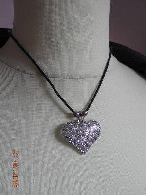 Halskette mit Glitzerherz