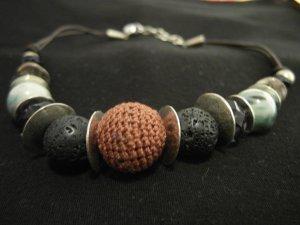 Halskette mit großen Perlen