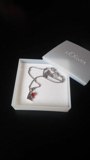 Halskette mit Love-Anhänger