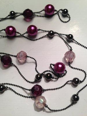 Halskette mit Perlen in lila-Tönen von H&M