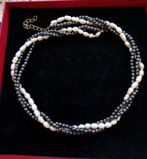 """Halskette mit Perlen und ,,Blutperlen"""""""