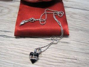 Halskette mit schwarzen Herzanhänger