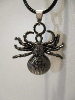 Halskette mit Spinne