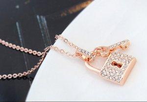 Halskette mit Swarovski Elementen