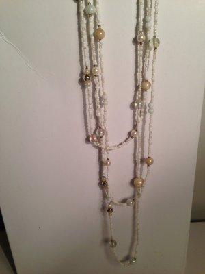 Halskette mit verschiedenen Perlen von H&M