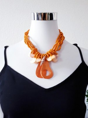 Collier de coquillages orange doré-orange