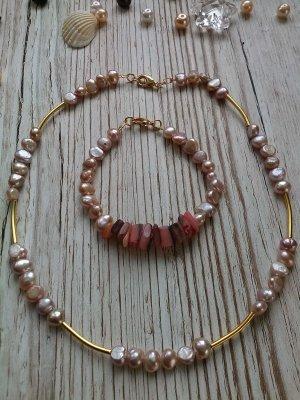 Halskette und Armbänd