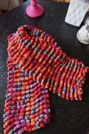 Handarbeit, kuscheliger weicher Schal