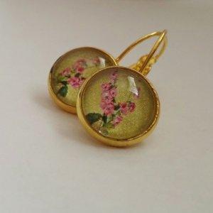 Handgefertigt - Goldene Ohrhänger mit grün-rosa Blumenmotiv