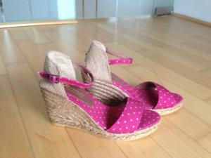 Handgefertigte Keil-Sandaletten mit Pünktchenmuster