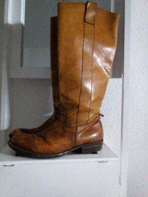 Handgefertigte Stiefel von SHOTO aus Bullenleder