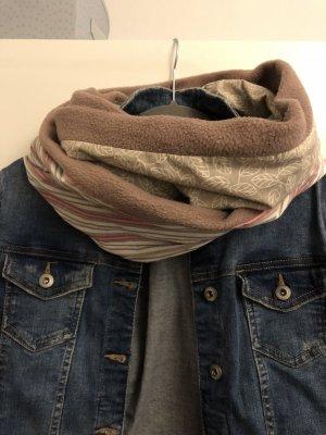 Handgefertigter Loop Schal