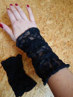 Handgelenkstulpen aus Spitze