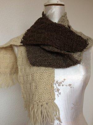 Handgemachter Schal aus Schafwolle