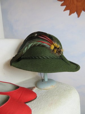 Vintage Traditional Hat dark green new wool