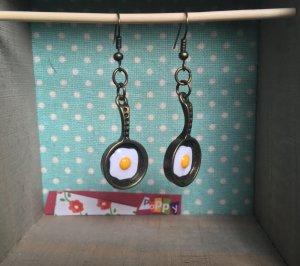 Handmade & ausgefallene Ohrringe mit Spiegelei in Vintage Pfanne