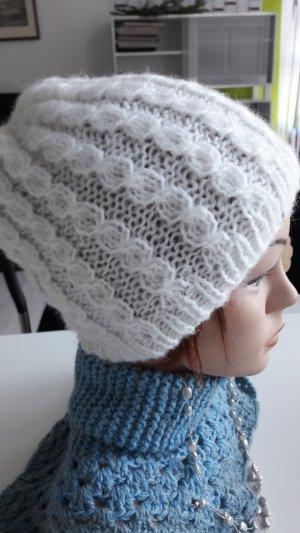 Sombrero de punto blanco
