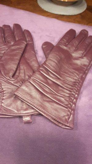 Handschuhe in elegantem Bordeaux