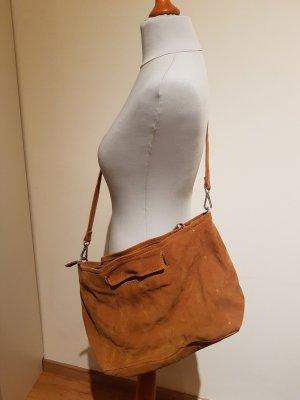 Handtasche aus braunem Veloursleder von Zara