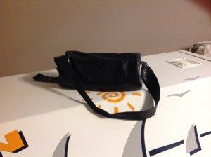 Handtasche aus schwarzem geprägtem Leder
