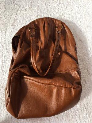 Handtasche in braun mit Henkeln
