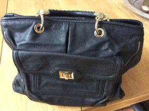 Handtasche in schwarz mit Nieten
