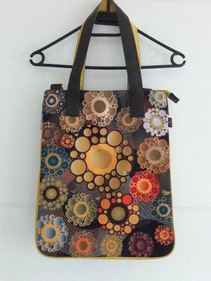 Handtasche mit abstraktem Muster