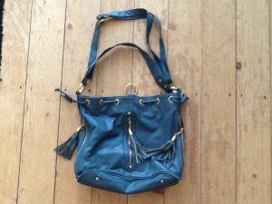 Handtasche mit goldenen Details