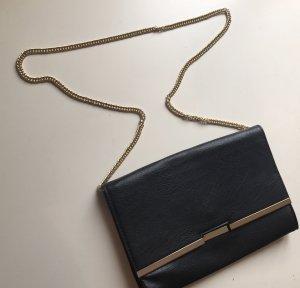 Handtasche mit Goldkettchen