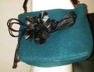 Handtasche mit Lederblüte