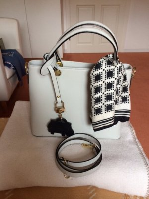 Handtasche mit Schulterriemen in weiß / hellgrau von MARC PICARD neuwertiger Zustand!