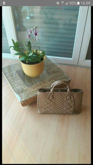 Handtasche mit Verzierung