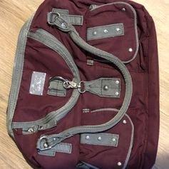 Handtasche mit vielen Fächern