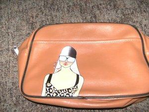 Handtasche oder Sporttasche