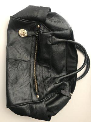 Handtasche schwarz mit goldener Schnalle