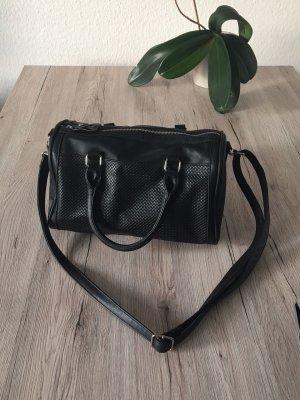 Handtasche schwarz mit Schulterriemen