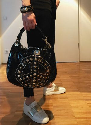 Handtasche und Armband von Jimmy Choo