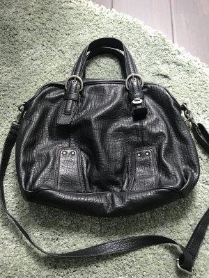 Handtasche von Esprit in schwarz.