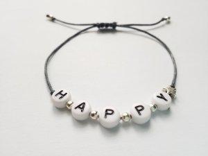 Happy Armband mit grauem Band, silberfarbenen Perlen und silbernem Sternchen