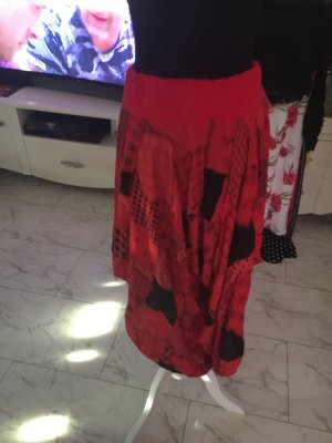 Pantalón rojo-negro