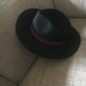 Hat black-bordeaux