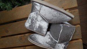 Botas de casa gris claro