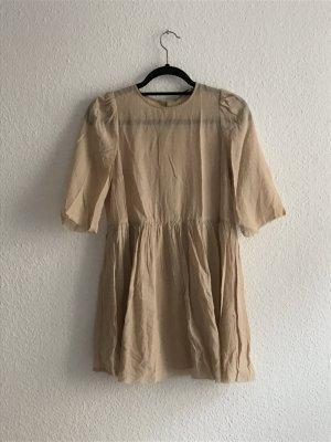Hautfarbenes Kleid von COS