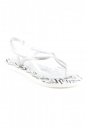 Havaianas Flip-Flop Sandals animal pattern beach look