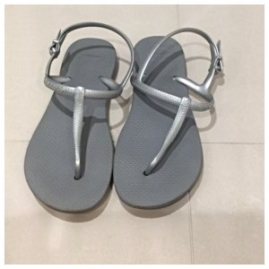 Havaianas Flip-Flop Sandals silver-colored