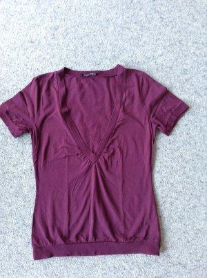Heißes Shirt mit V-Ausschnitt