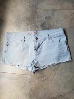 hell blaue Hotpants
